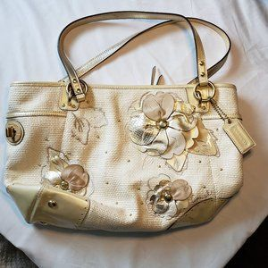 Coach Rare Patent Leather Tote Great for Spring